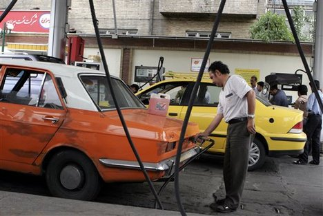 Iran: Security forces on the alert at fuel price surge