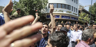 Iranians Rush to Grand Bazaar Over Fears for Further Economic Turmoil