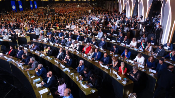 Thousands support regime change at MEK's Free Iran conference