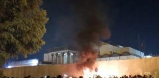 Iraqi People Burn Iranian Consulate in Karbala