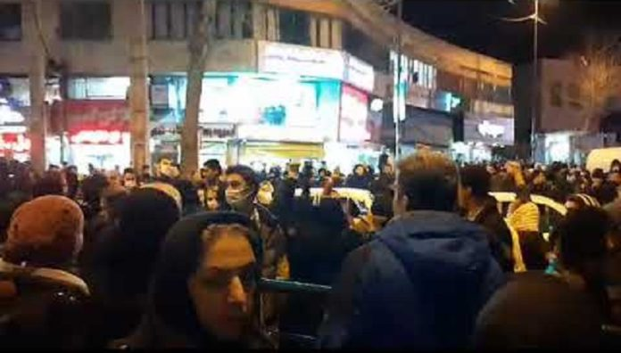 Shortly after funeral of the two victims of a Ukrainian airliner crash, the gathered crowd in Sanandaj began to chant anti-regime slogans