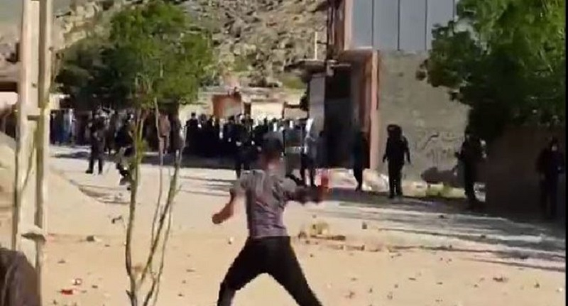 Intense conflict between the people of Falak-e-Din Khorramabad with suppressive forces of the regime