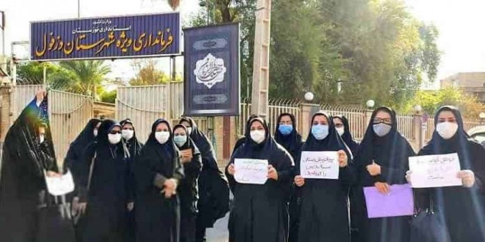 Iran: Dezful preschool teachers gather in front of the special governorate and protests