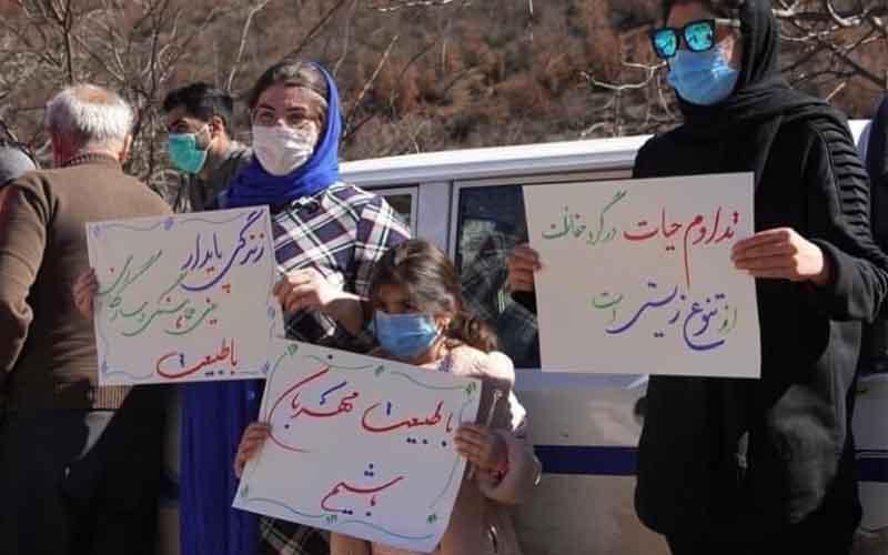 Reli Melawan Eksplorasi Ranjau — Warga Iran melanjutkan protes pada 13 Februari