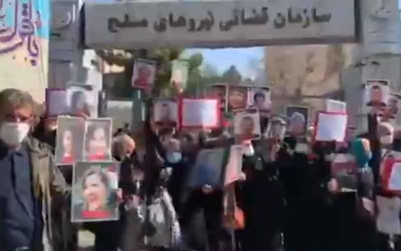 Rapat Umum Keluarga Korban Penerbangan PS752 — Warga Iran melanjutkan protes pada 14 Februari