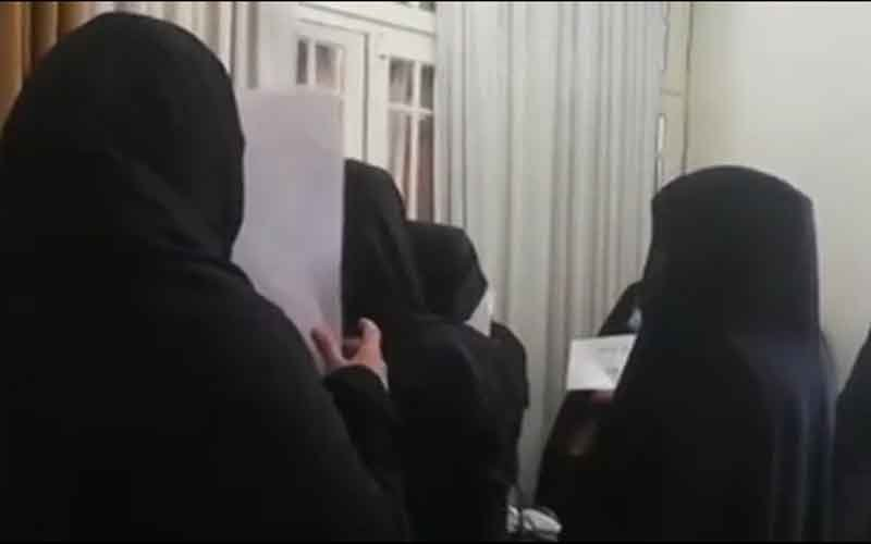 Sit-in of Municipality Staff—Iranians continue protests on March 1