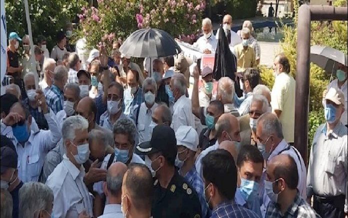 Homa Airlines retirees protest in Tehran