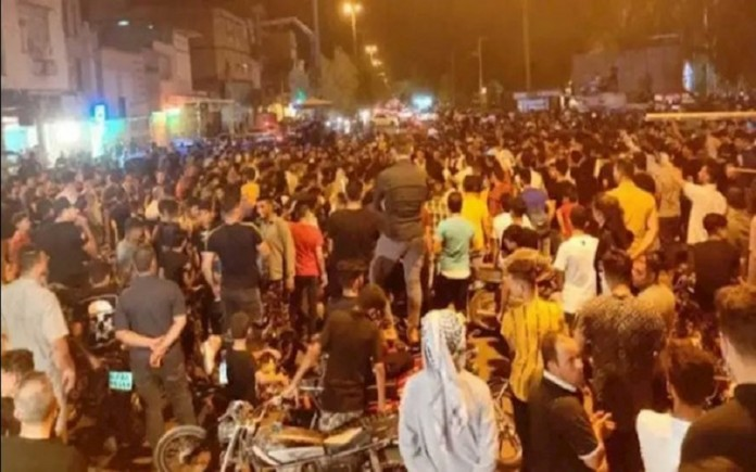 A glimpse of the water crisis in Iran's Khuzestan province. Angry and thirsty people protest and blocked roads.